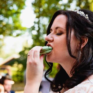 bruid eet macaron_.jpg