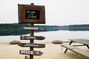 Huwelijksbord bij locatie het houtse meer