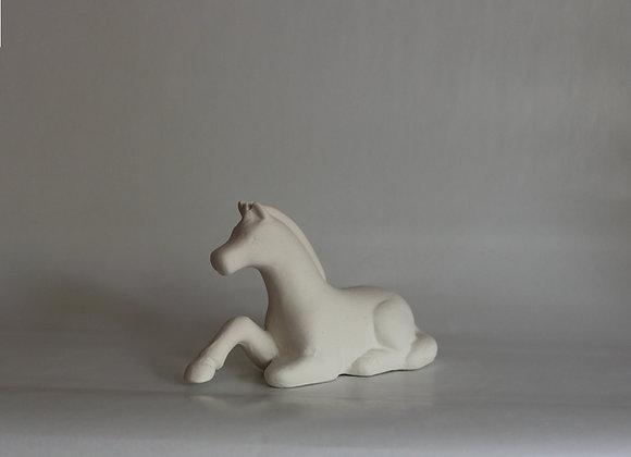 Liegendes Pony