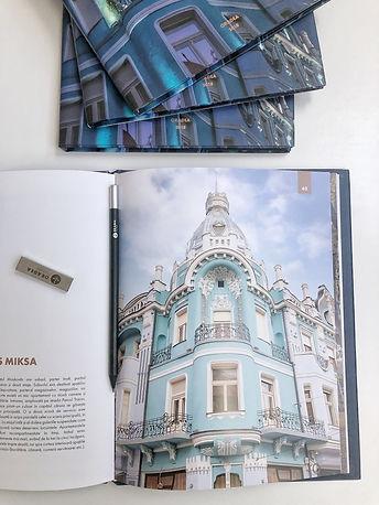 Albumul Povestea Palatelor Oradene.JPG