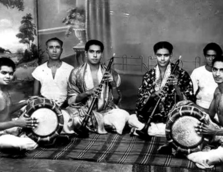 Sembanarkoil Brothers - SRJ Sambandam & SRG Rajanna along with their accompanying artistes at a Nadaswaram and Tavil kutcheri