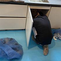 Loodgieter aan het werk op Perfect Cover Damp-open