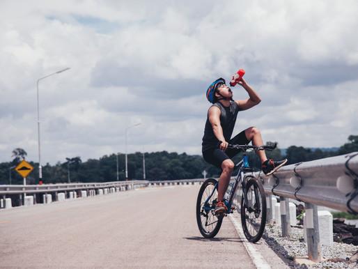Os sinais de que você precisa se hidratar mais no treino de ciclismo