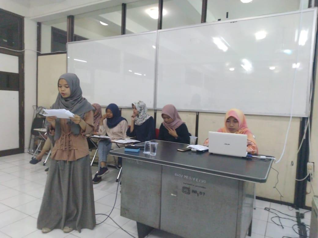 Presentasi kuliah yang serius