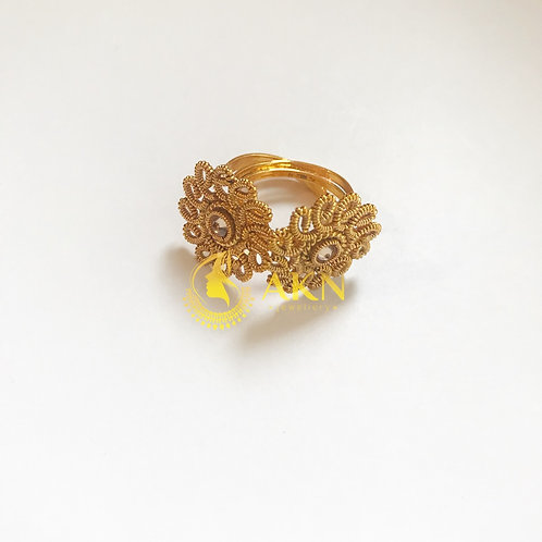Wired champagne toe ring
