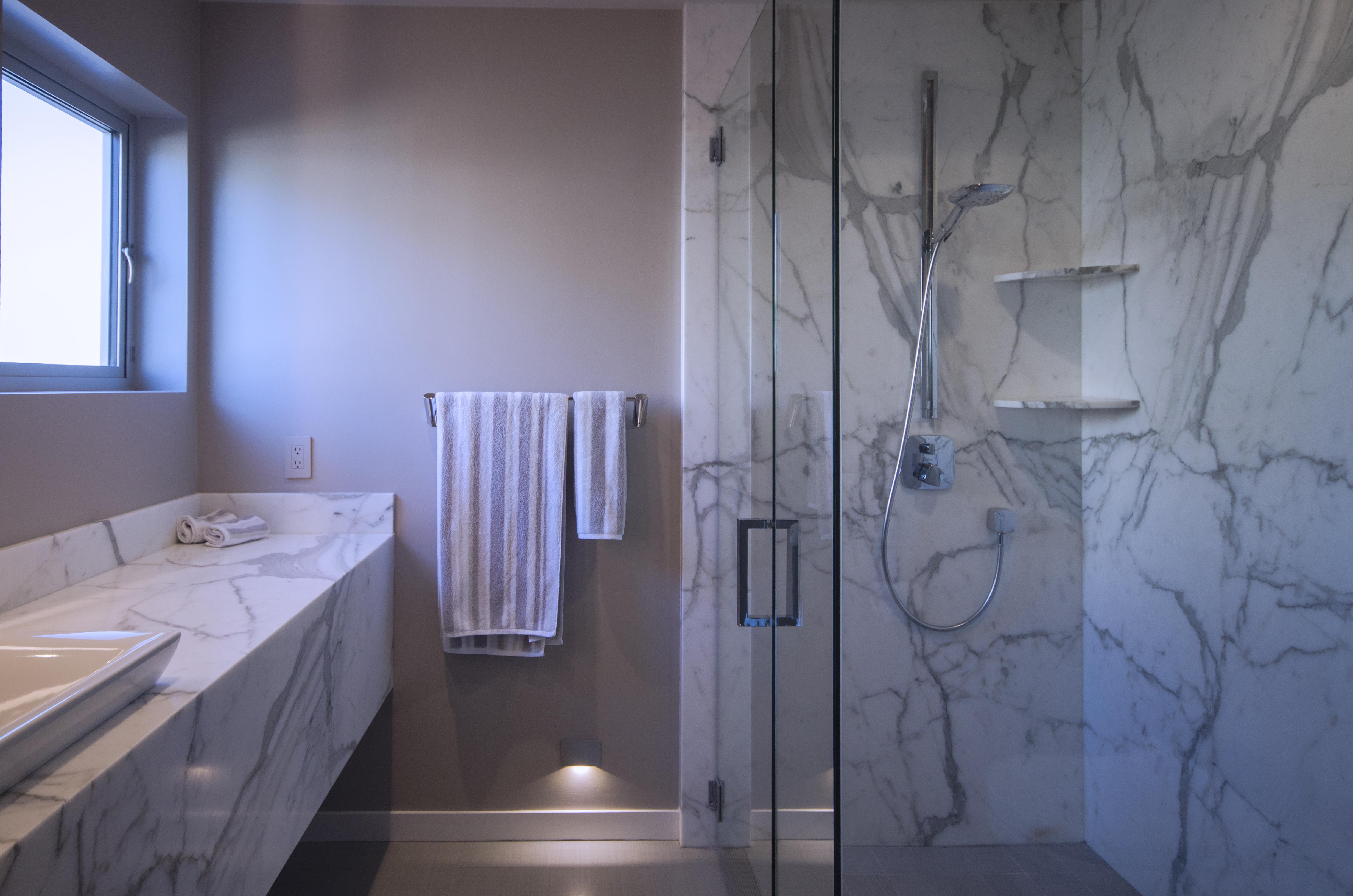 girlsbathroom002.jpg