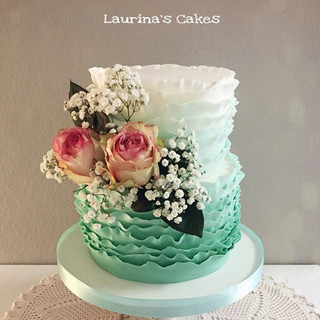 And here the roses on the wedding cake.