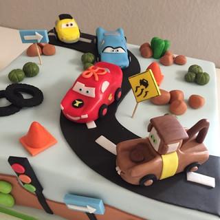 Disney cars cake2.jpg