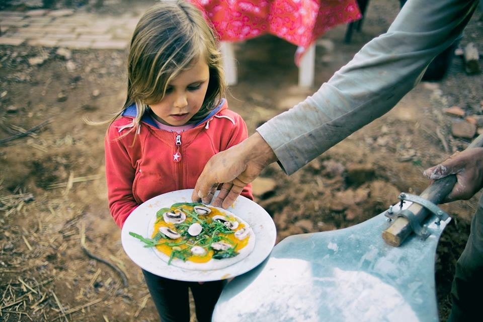 Kids make their own pizza