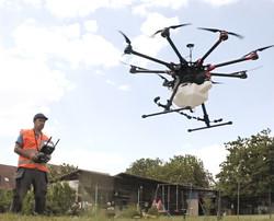 démoussage par drone-dronetoit.jpg