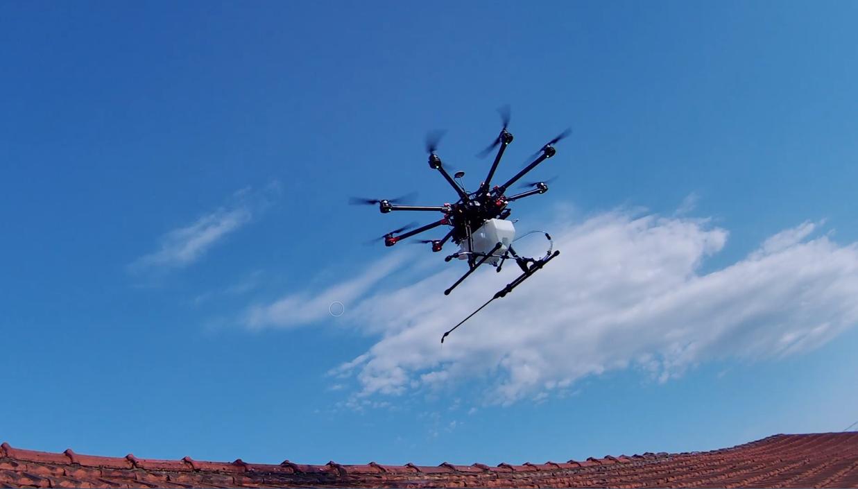 drone pluvérisation_drone&toit.png
