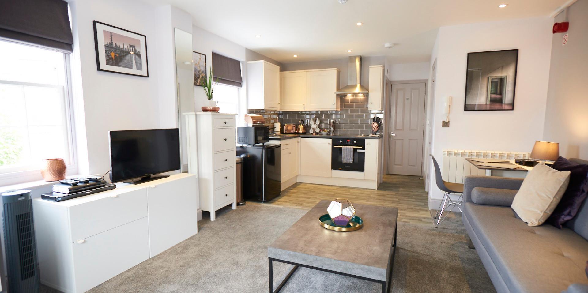 Hampton Court Serviced Apartment ANNE