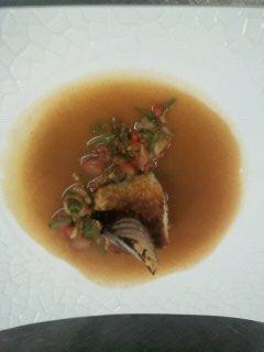 Loup rôti, bouillon de crustaçés