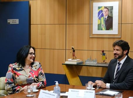 Ministérios discutem incentivo a viagens em família pelo Brasil