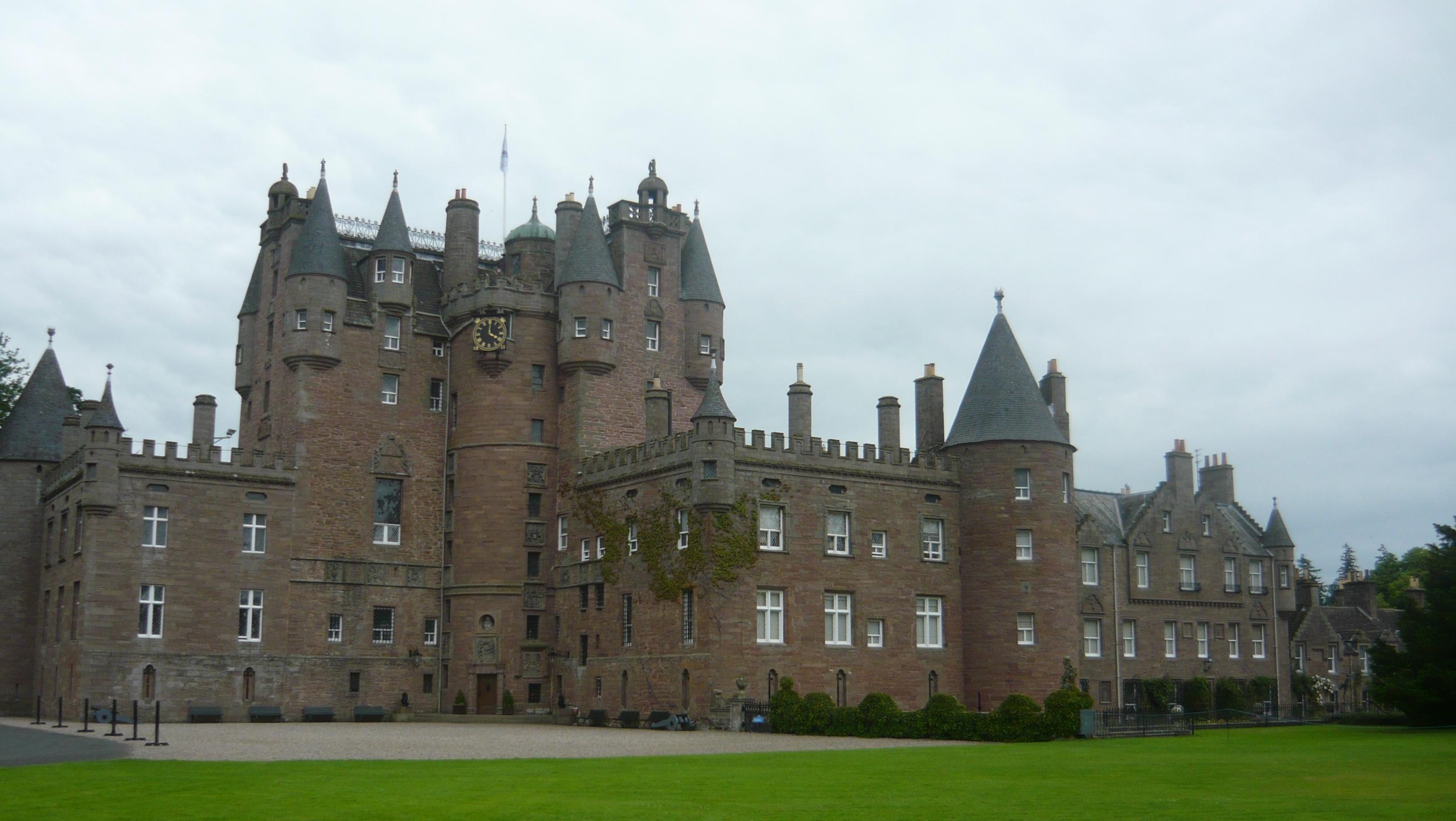 Inverness tours Glamis Castle.JPG
