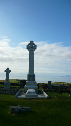 Inverness Tour guide Flora MacDonalds grave.JPG