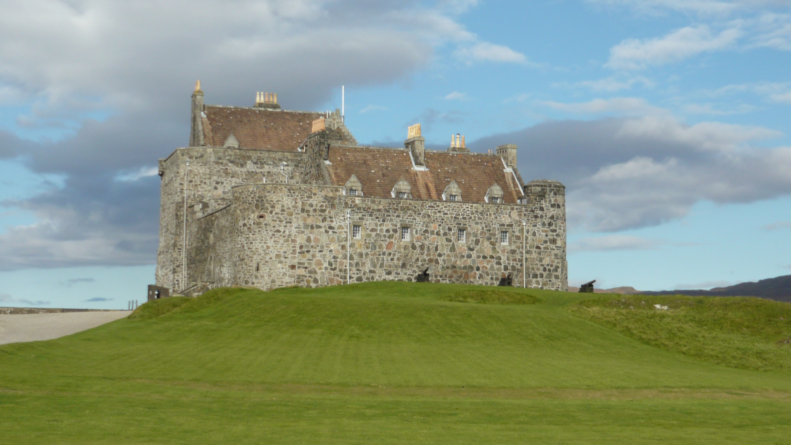 Inverness tour guide Duart Castle.JPG