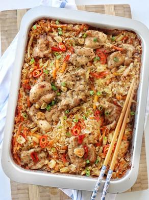עוף, אורז וירקות בסגנון סיני בתבנית אחת