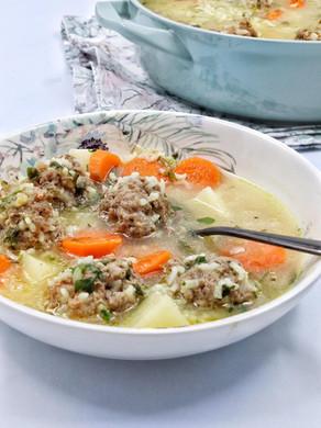 מרק ירקות נוסטלגי עם כדורי בשר ואורז