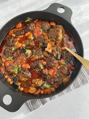 קציצות בשר ברוטב עגבניות שרי וחצילים