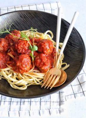 ספגטי מיט בולס - ברוטב עגבניות מפנק