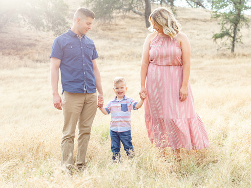 5 Tips for Dressing & Styling Your Family Photos