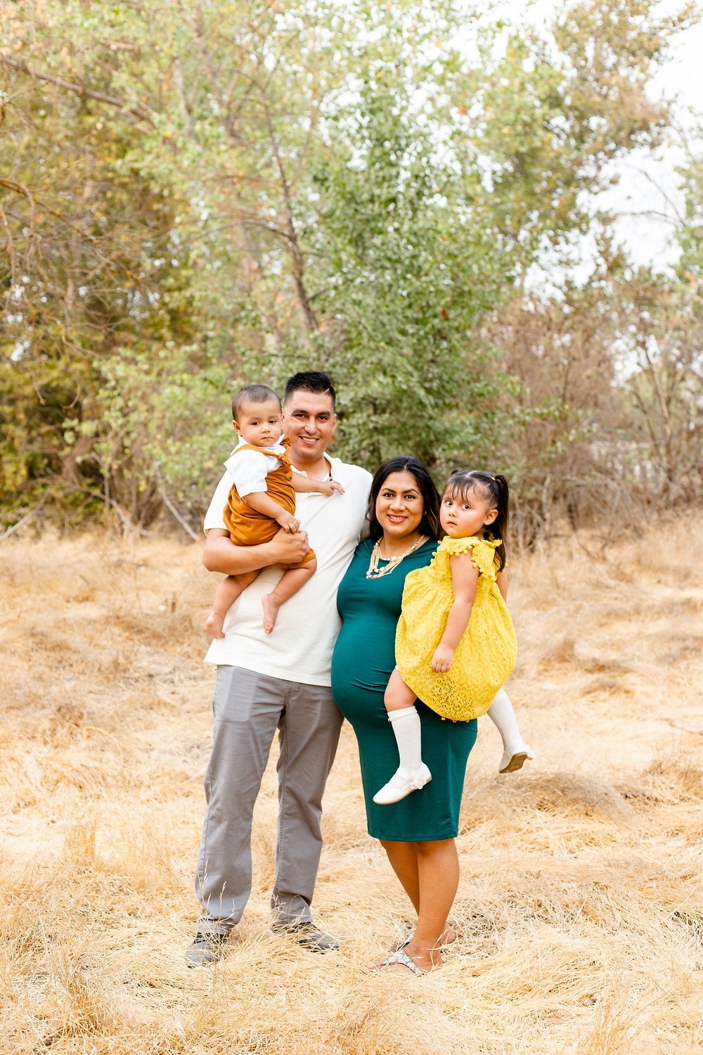 A family does their maternity session with Ashley Norton Photography in Fresno, CA.