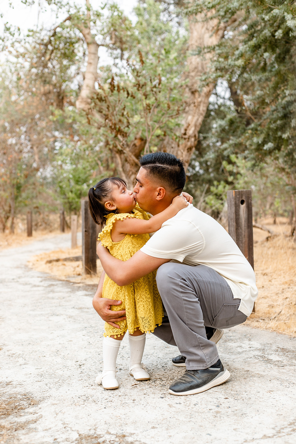 A family does their family and maternity session with Ashley Norton Photography in Fresno, California.