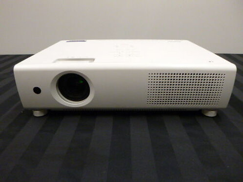 Sanyo XU101 Projector with Lens