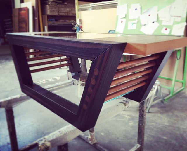 Voglia di un tavolino particolare! ❤️❤️❤️#italiandesign #madeinitaly #woodesign #handmade #teak #eba
