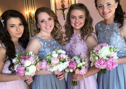 Girls an there bouquets!_#irinaenne #irinaenneflowers