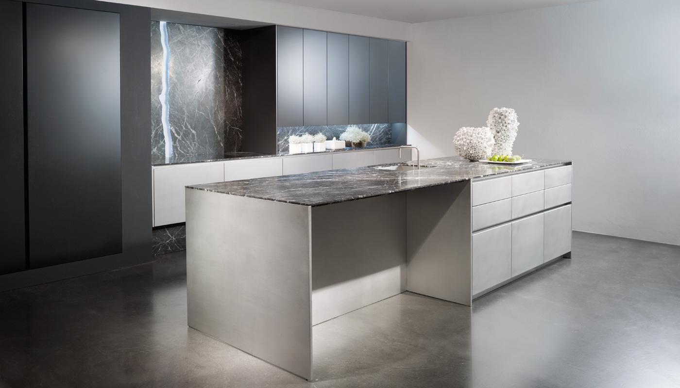 Stainless steel eccentric finish, matt lacquer titanium grey, worktop Grigio Carnico 11mm
