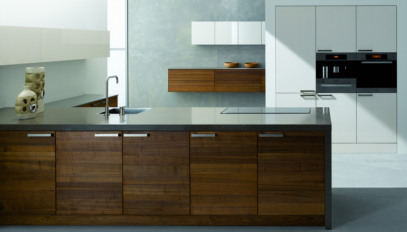 Solid American walnut, High gloss camé, Worktop quartz