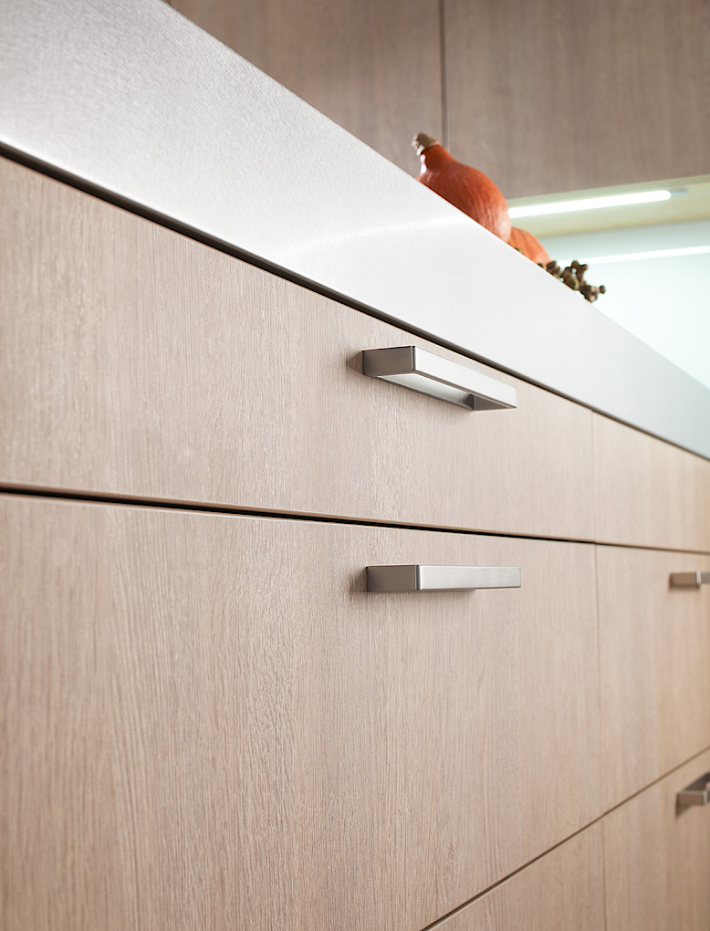 Amber oak laminate, worktop stainless steel