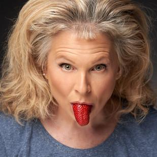 La Langue (Portrait with Strawberry), 2020