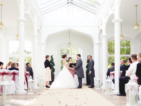 How to choose a wedding photographer.