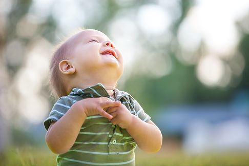 happy-small-boy-outdoors-in-a-park-PNKKS