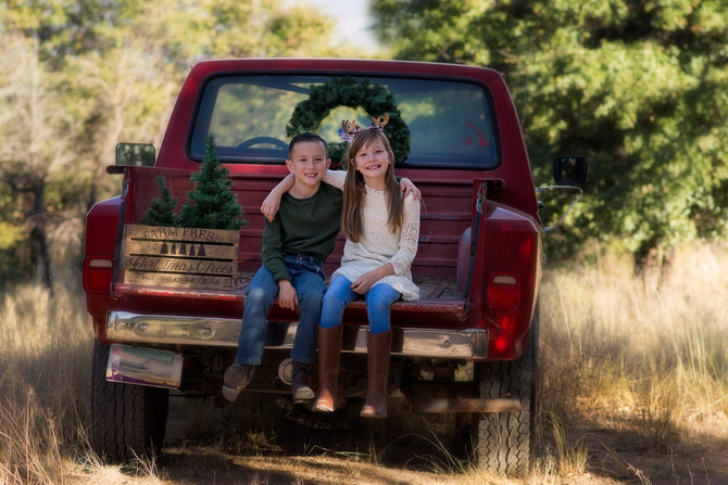Tucson Photographer | Ole Red Truck Holiday Minis
