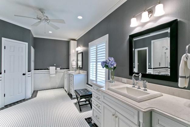 traditional-bathroom-and-modern-wainscot