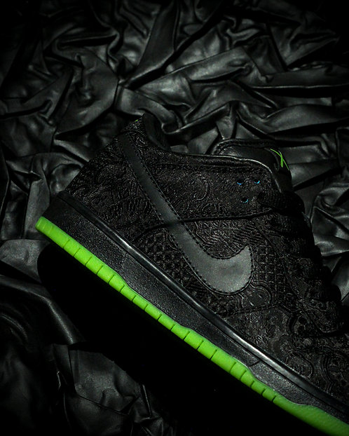 "CLOT X KAWS Nike SB Dunk Low ""Flayed"""