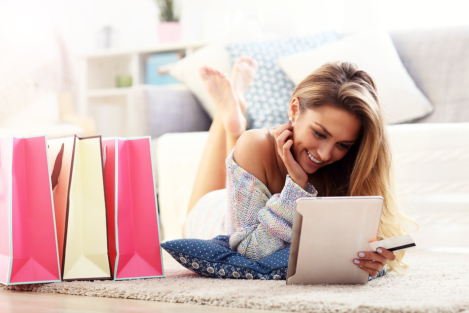 Canva - Pretty Woman Shopping Online .jp