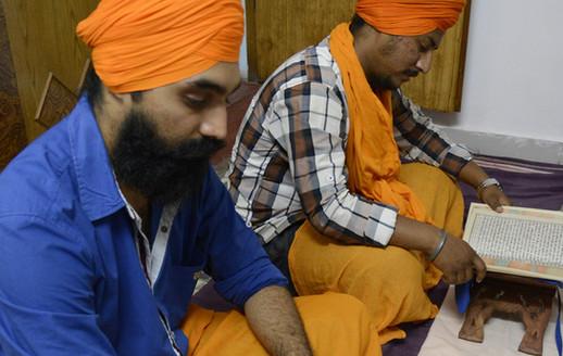 Singhs doing Santhia at Giani Ji's Vidhiala at Sri Hazur Sahib