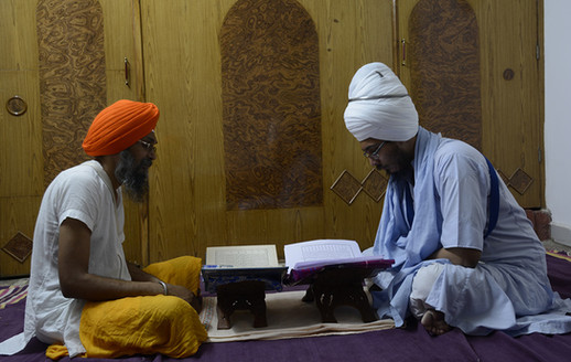 Giani Ji teaching Ustad Jatinder Singh Sri Sarbloh Granth Sahib Santhia