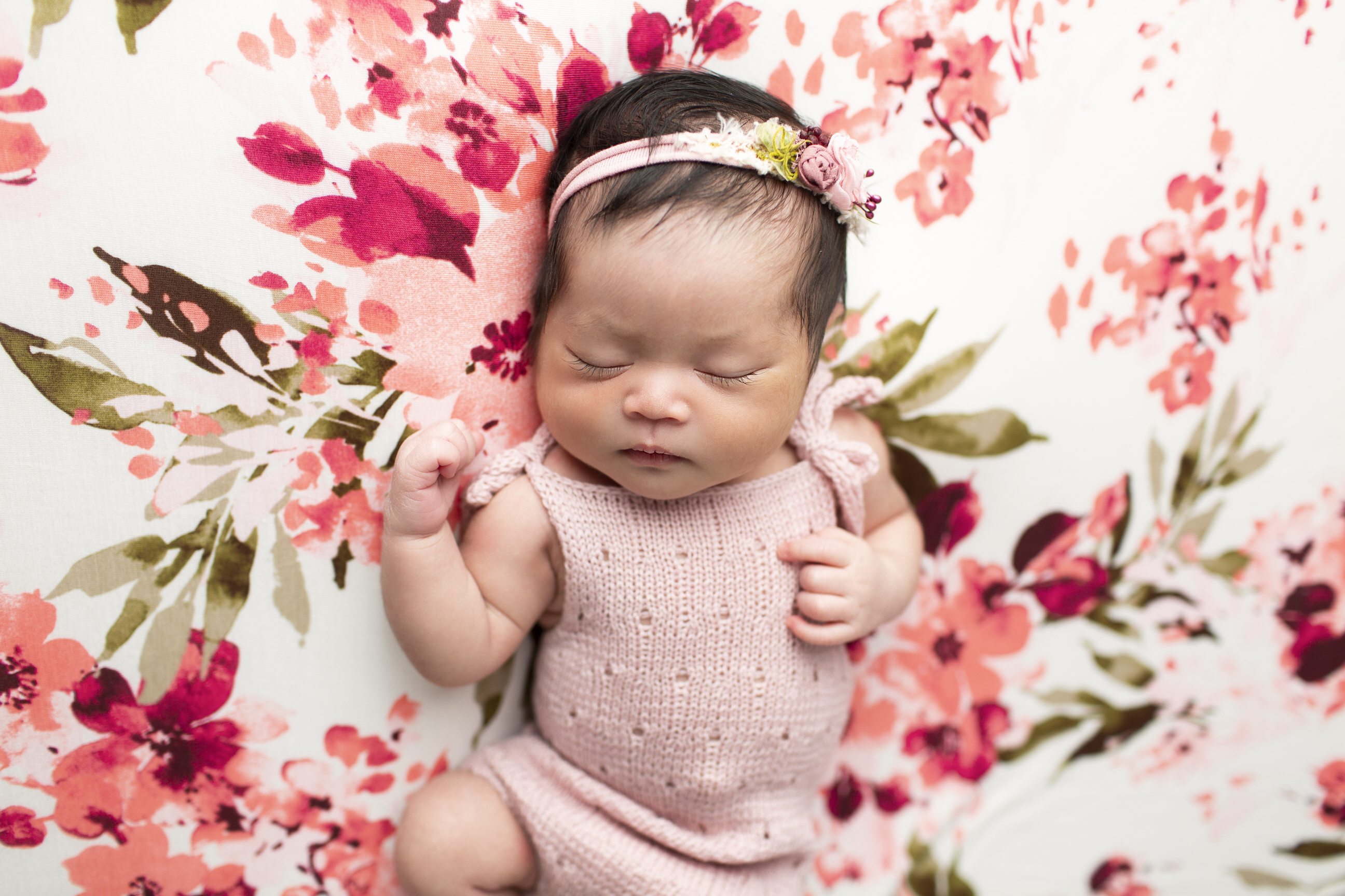 Floral newborn photos regina