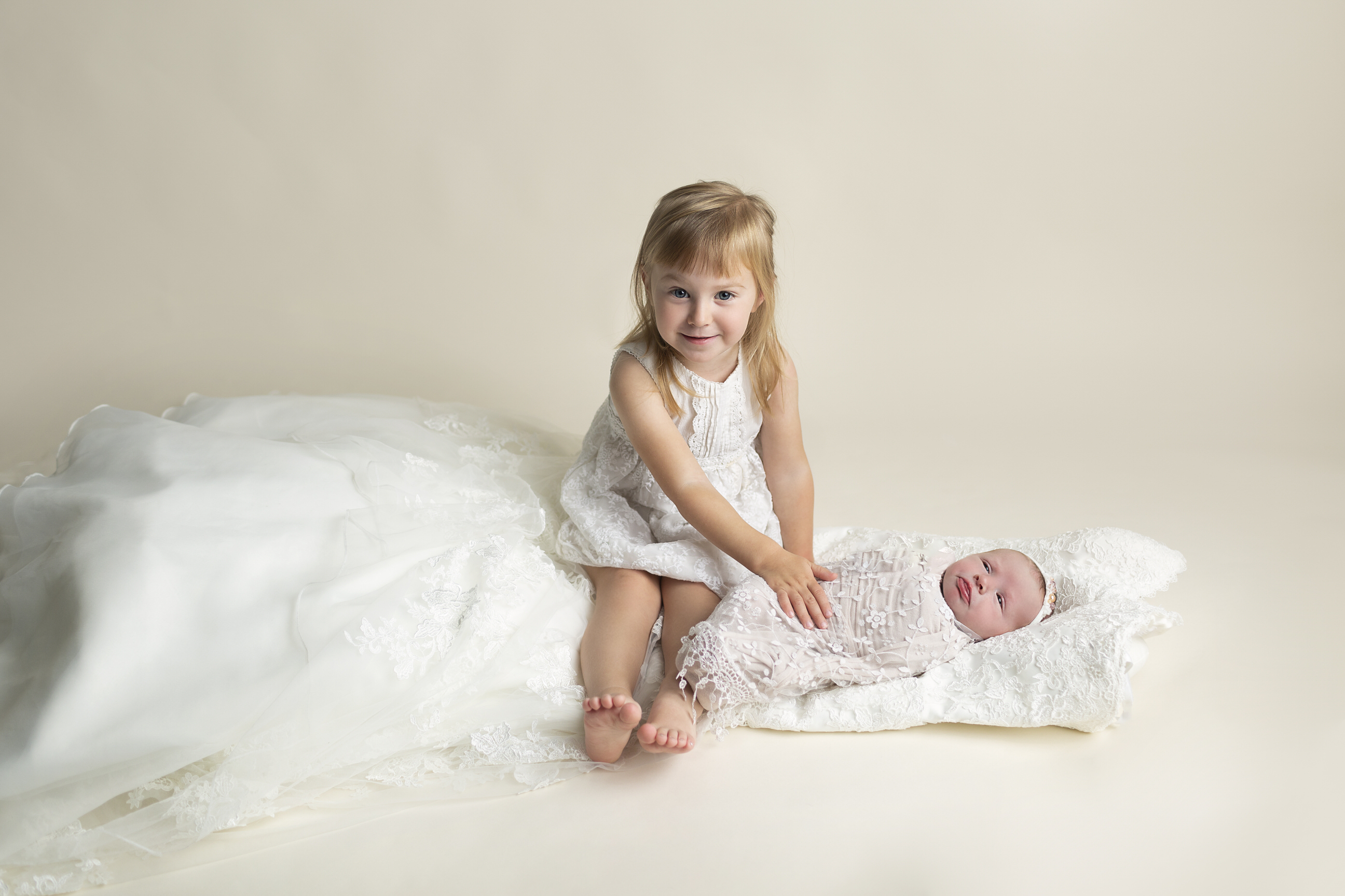 Newborn photos with Wedding Dress Regina