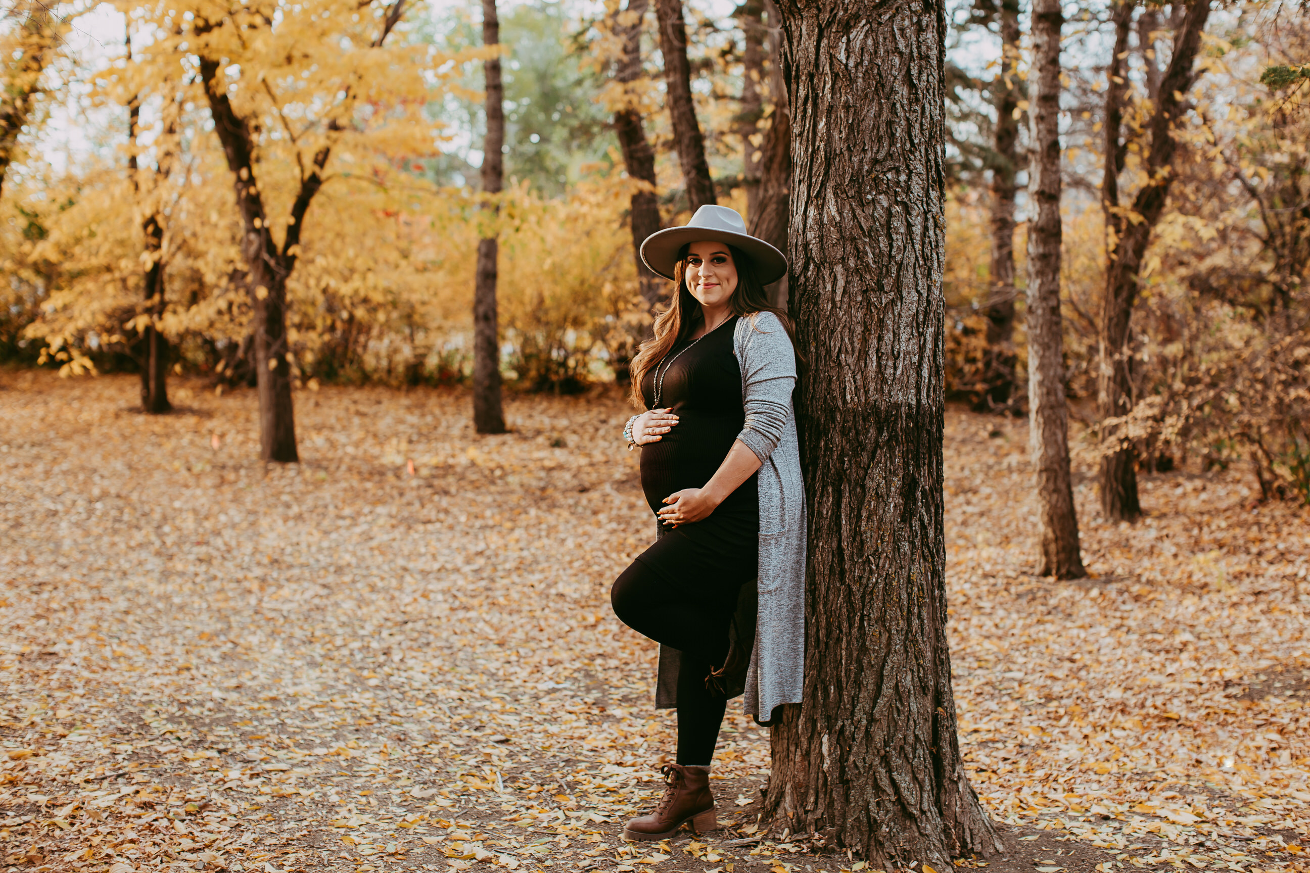 Regina Fall Maternity Photographer