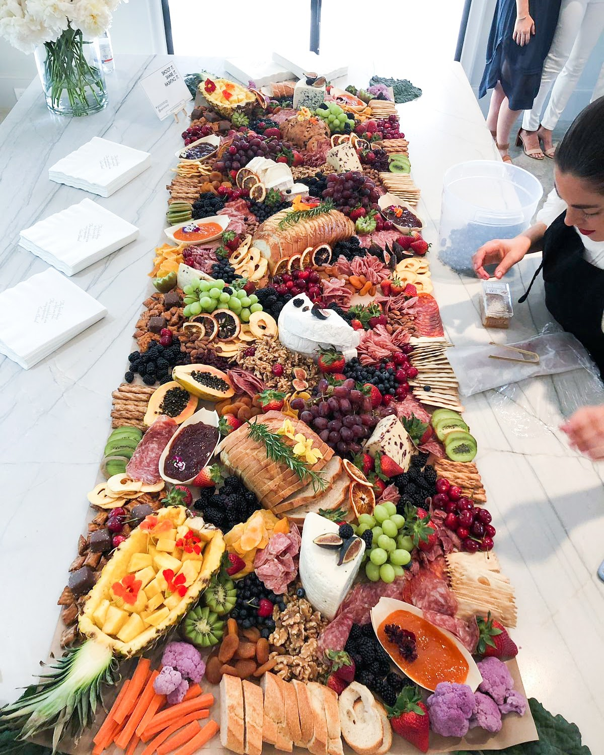 3 meter long grazing table