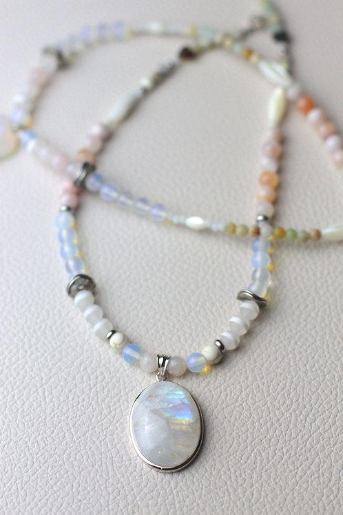 """Collier """"Harmony"""" - Pierre de lune et opaline, magnésite, nacre, amazonite..."""