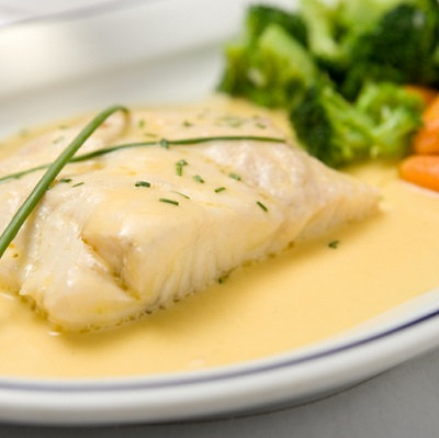 Baked fish & creamy tarragon sauce, with garlic potatoes & vegetables