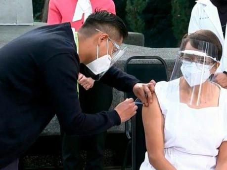 Aplican las primeras vacunas contra en Coronavirus en México